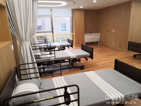 SC1811031北京龙潭社区服务驿站康复室孙青青药品医疗.jpg